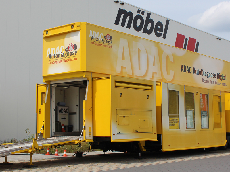 Der Adac Prüftruck Bei Möbel Wallach Möbel Wallach